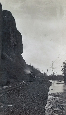 Train_ColumbiaGorge_1900