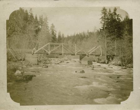 Footbridge_over_Rock_Creek