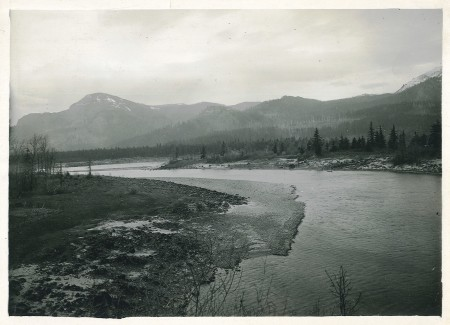 Columbia River Gorge - view of Robin's Island, Hamilton Mt. (left), Aldrich Butte (center), Table Mountain (right). (source: Oregon State Archives)